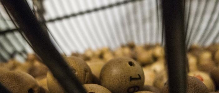 bolas de la loteria en un bombo